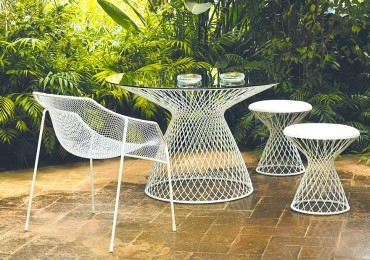 Wandering star: Float away on some fishnet furniture