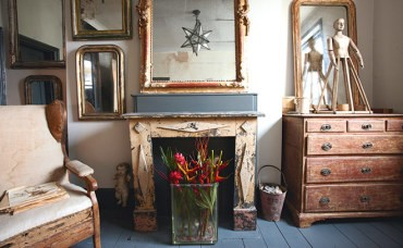 Antiques dealer's home has elegance, poise and personality