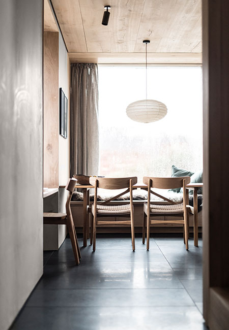 Vintage Wegner dining table and chairs conform to the Scandi-Scots aesthetic of the simple interior
