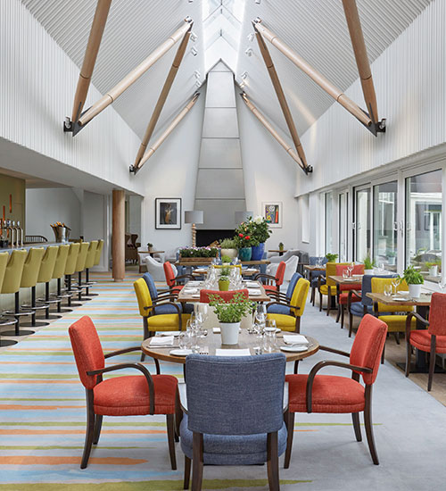 Robert Allen dining chairs have been upholstered in tones that complement the changing skies beyond the terrace, while armchairs by Zimmer & Rohde offer a place to recline after dinner