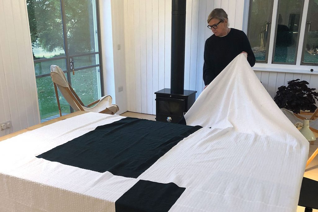 making-a-white-and-black-quilt