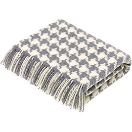 Lambswool-houndstooth-grey-throw-Bronte-by-Moon-