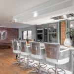 a-glamorous-kitchen-with-american-style-fittings