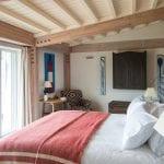 bedroom-with-patio-doors