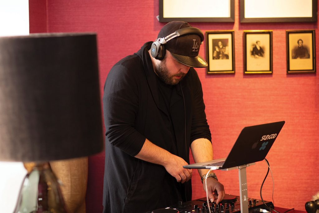 dj-at-decks-during-jeffreys-interiors-event