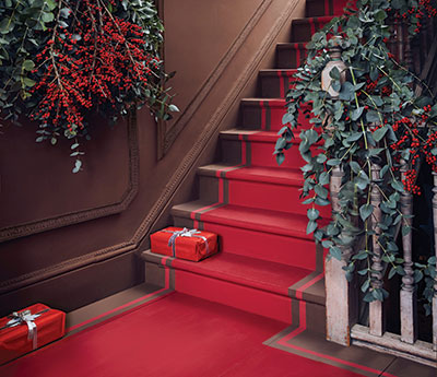 Annie-Sloan-paint-Christmas-Hallway-Chalk-Paint-in-Honfleur-and-Emperor's-Silk,-Gloss-Lacquer-on-stairs
