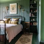 green-bedroom-with-nets-on-the-wall