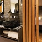bathroom-at-market-street-hotel