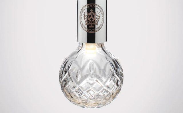 Lee-Broom-Crystal-Bulb-Pendant-Light-Chrome_Clear_editted.jpg