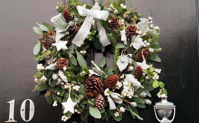 Lorraine-Wooxsd-Flowers-wreath-front-door-2015-copy.jpg