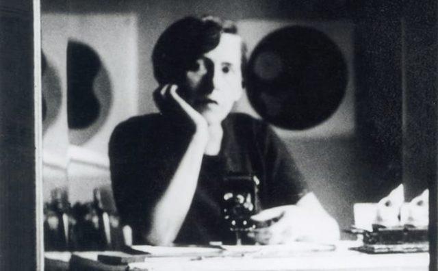 Sophie-Taeuber-Arp_1926-Selbstportrait-in-Strassburg.jpg
