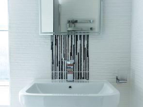 Case study: An attic bedroom en-suite that taps into bathroom storage solutions